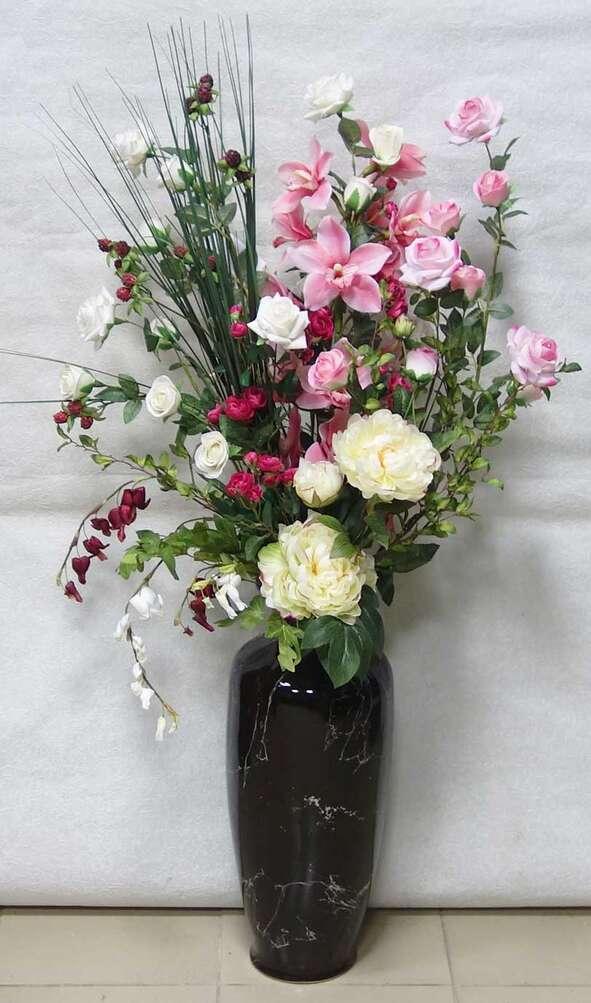 Можно ставить искусственные цветы в доме